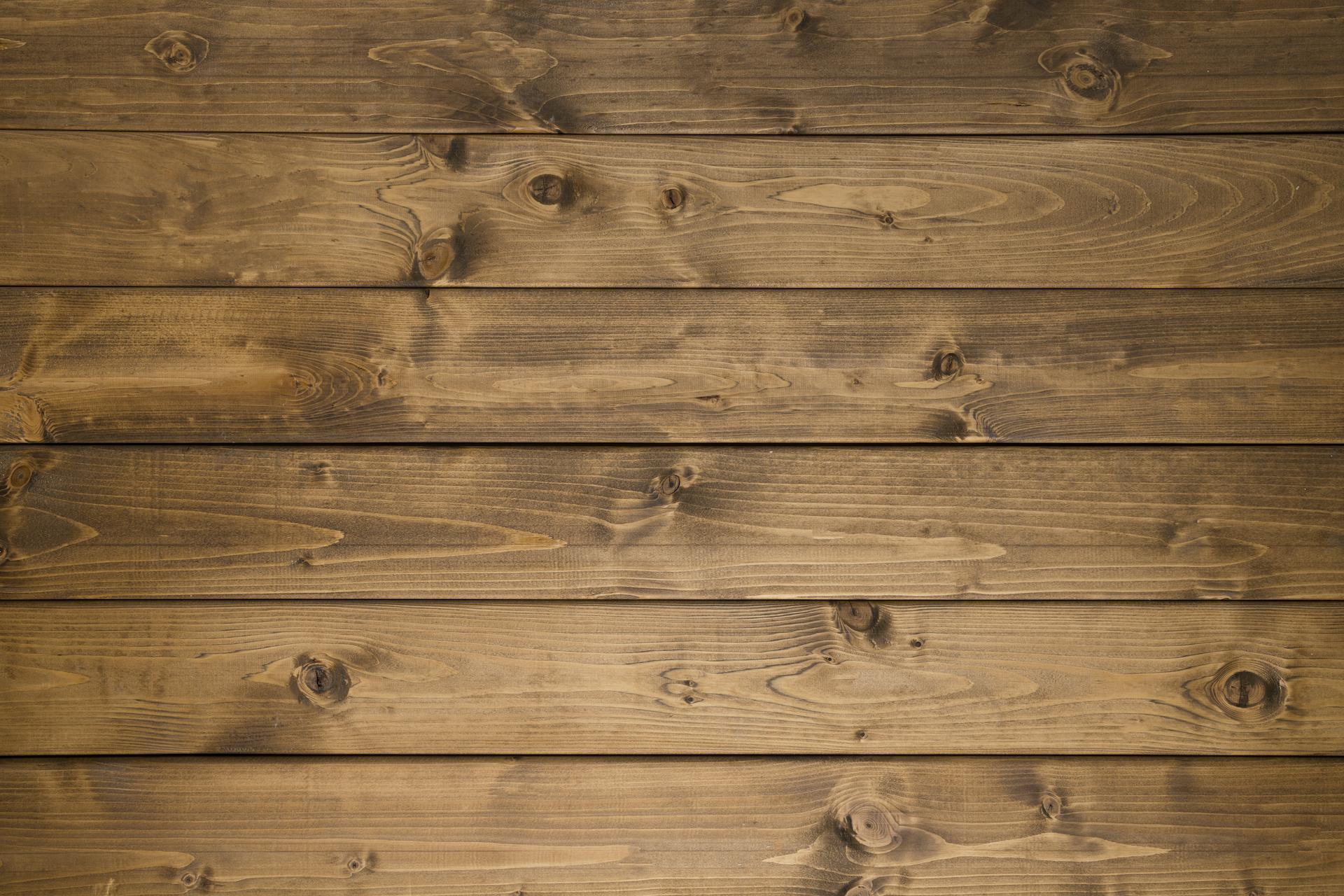 Parquet bois foncé posé en planche