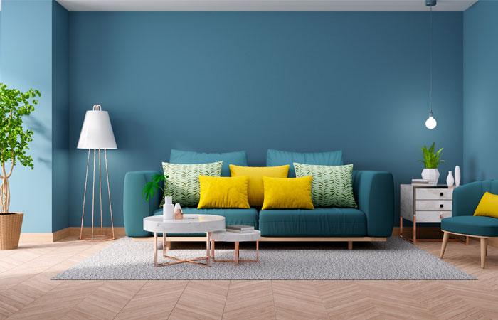 Salon design mur peint en bleu canard