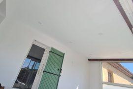 Réalisation d'un faux plafond, peintures intérieures et pose de parquet