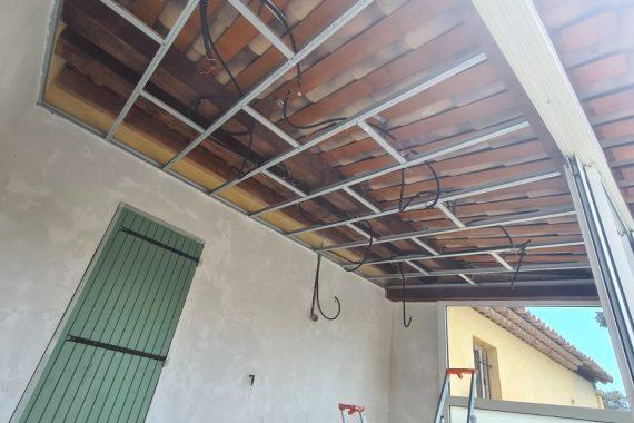 Pose de led encastré dans le plafond