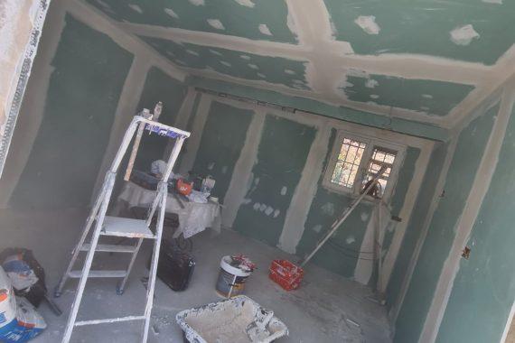Chantier pose faux plafond et isolation des murs