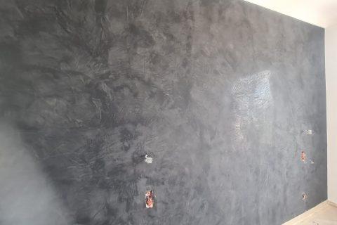 Application d'un enduit décoratif (stuco)