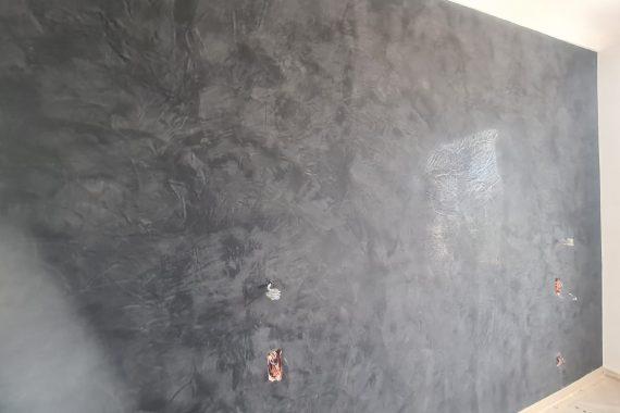 Stuco noir appliqué sur un mur par KS Peinture 06