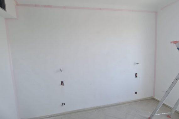 Mur blanc avant application d'un stuco